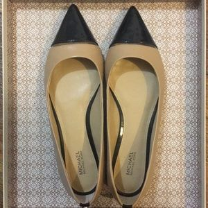 Micheal Micheal Kors Leather Flats Size: 8